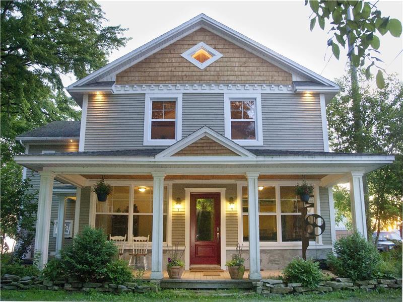belle grande maison au bord du lac chalet vendre st armand vp 22976 chaletsauquebec. Black Bedroom Furniture Sets. Home Design Ideas