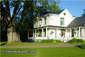 la maison des leclerc chalet louer trois rivi res pl 2459 chaletsauquebec. Black Bedroom Furniture Sets. Home Design Ideas