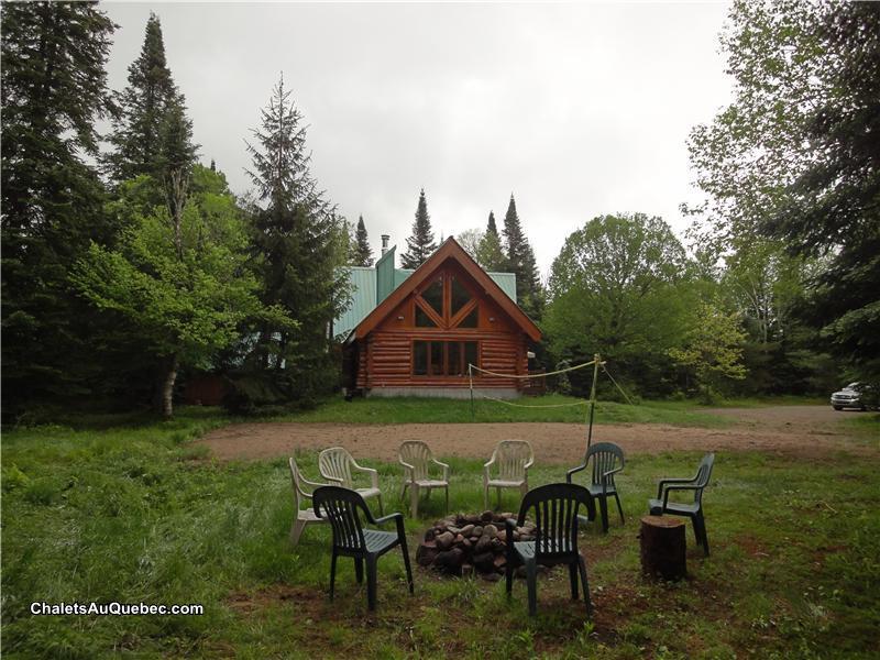 Chalet En Bois Rond A Vendre : Chalet en bois rond – Chalet ? louer Val-des-Lacs – PL-2634