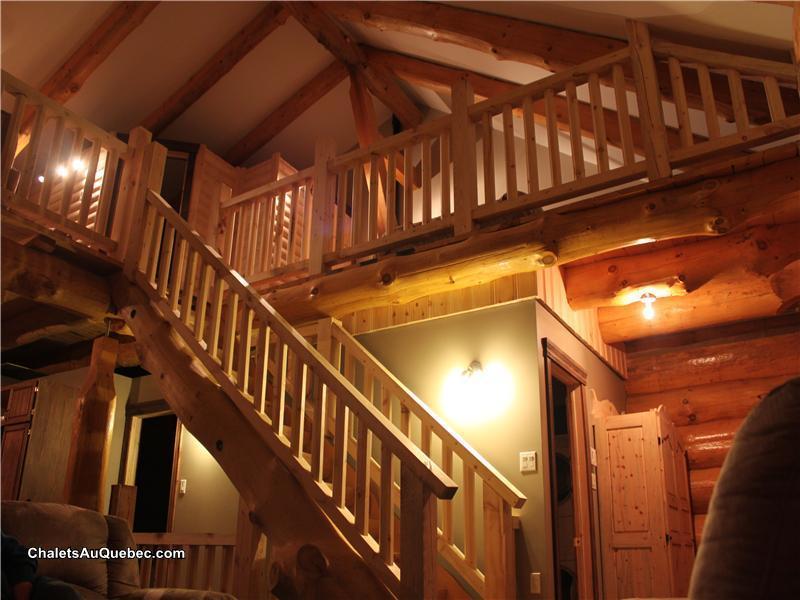 Les quatre fr res bois rond chalet louer st david de for Chalet en bois avec mezzanine
