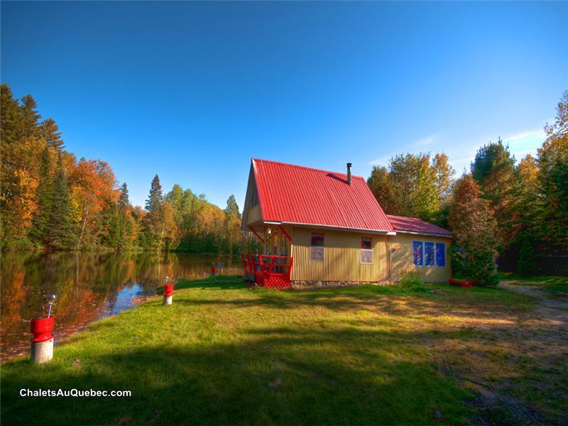 Le chalet rouge du lac stellan chalet louer baie saint for Au petit four a bois