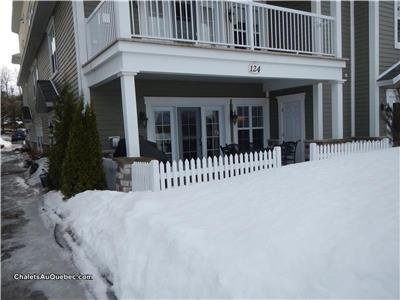 Cottage ski in ski out 2 bedrooms, 2 bathrooms, fireplace, spa and gym
