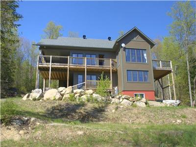 The Laurentian Bear -  Lakefront cottage with 4 bedrooms near Tremblant