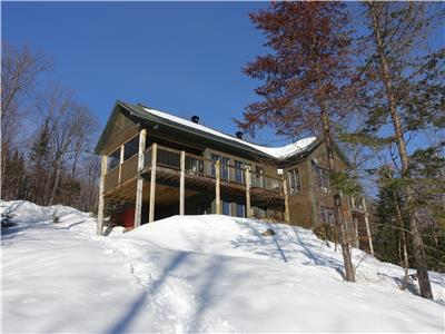 The Laurentian Bear - Luxury 4* waterfront cottage