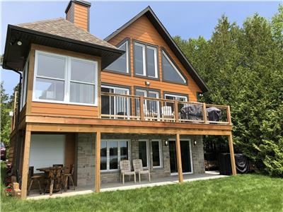 Waterfront Chalet at the beautiful Lac des Iles