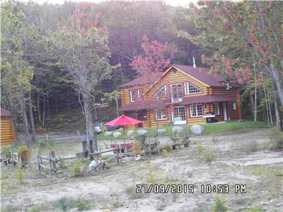 Chalet Tamia Saint-Alexis-des-Monts-Mauricie/waterfront-river/ max. 6 guests/nigth-weekend-week