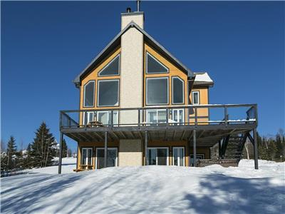 Absolu cottage, 16 pers. spa, view on the St-Laurent river, near de Massif Charlevoix, 7 bedrooms