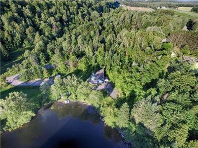 Impeccable 3 bedroom house+6 acres on Petite-Nation river between Montr�al, Ottawa, Mont-Tremblant