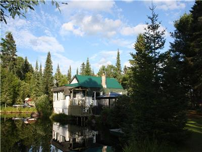 Laurentians cottage near Mont-Tremblant with private pond