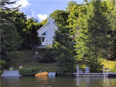 Lakeside Cottage Canadien 'La Maison Blanche'