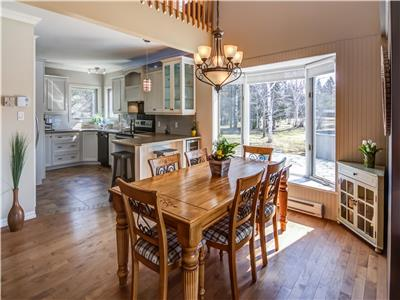 Cottage life in St-Fulgence at 10 min from Chicoutimi! This is what this magnificent property offers