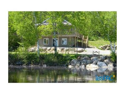 Cottages for sale on the edges of La Lievre River