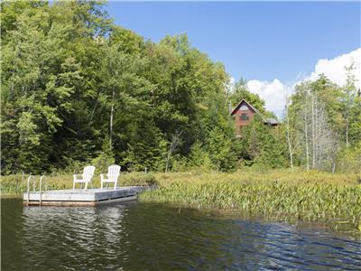 Caspian Cottage : Beautiful Lake Front Log Cottage for Rent in St-Sauveur (Laurentians)