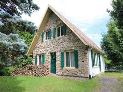 Cute and fully furnished cottage at Mont-Sainte-Anne