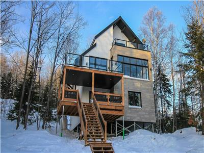 Luxurious mountain cottage in Charlevoix complete with a spa and a view-Sleeps 6 to 8