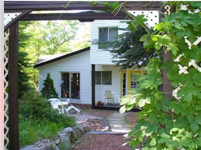 Rent this beautiful Lake front 3 Bedroom newly renovated Cottage in St-Adolphe D'howard!!