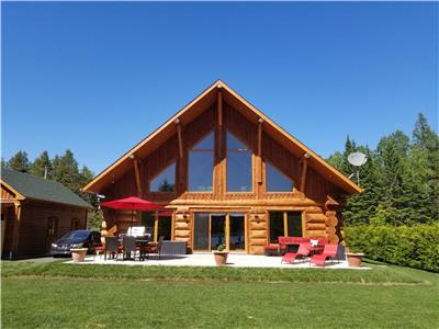Le Jadanie Chalet - Log chalet for rent - Waterfront, lake
