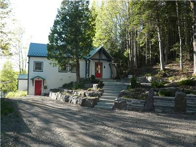 WATERFRONT CHALET CLOSE TO SKI HILLS