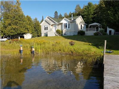 Beautiful Waterside Cottage Lake Allard