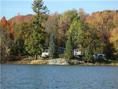 Lakefront property close to Bromont ski hill available for the Christmas/New Year period and summer