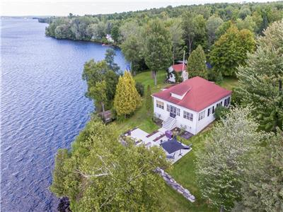 Spectacular waterfront in Sainte-Catherine de Hatley!