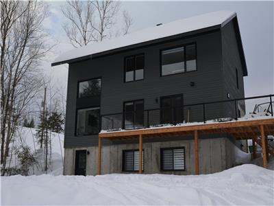 Ski in ski out Mont-Edouard, sleep 12, 5 bedrooms, 3 full bathrooms