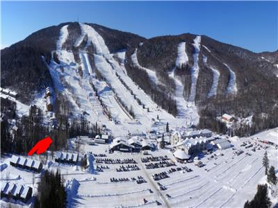 Condo ski in/ski out, 2 minute walk to lift, near cross-country ski, snowshoe, snowmobile, skate