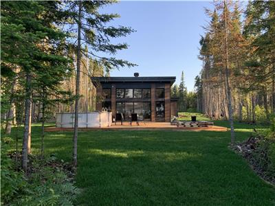 Cottage in Labrecque, luxurious, lake, ski-doo trails