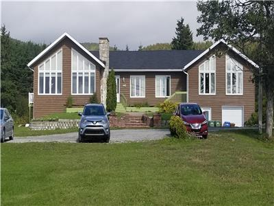 IMPOSING PROPERTY within 2 kms of the center of Percé and even within a reasonable walking distance
