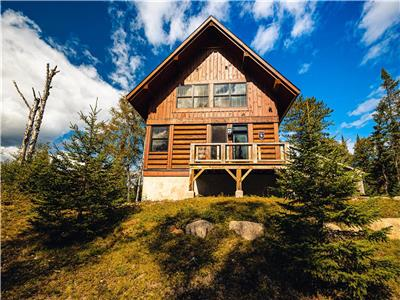 Fraternité - Luxury wood cabin 4BR/3.5 bath SPA ski pool North Tremblant 10min