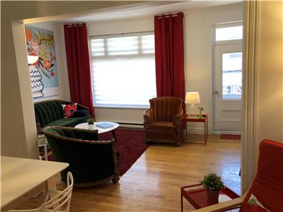 Large 3 bedroom apartment with Balcony, heart of downtown La Malbaie (ski package available)