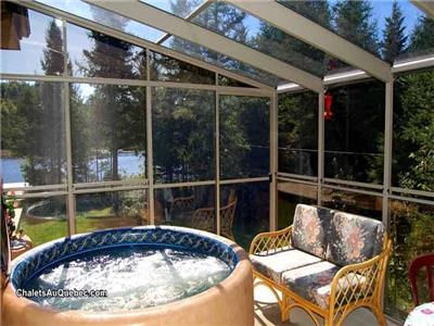 Luxury Lakefront Cottage with Hot tub!