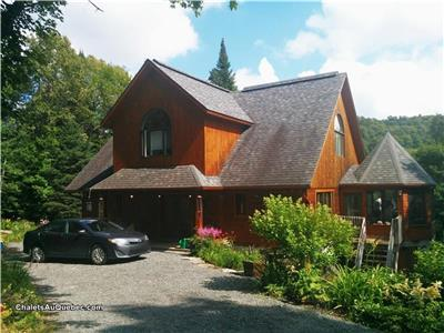 MAGNIFICENT LAKEFRONT CHALET, 4 BEDROOMS,  SLEEPS 8, 2 BATHROOMS