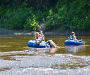Camping Rivière Nicolet, rivière, kayaks, tubes de rivière, camping, chalet