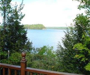 Lac Memphr�magog - bord de l'eau $975 par mois avec bail annuel