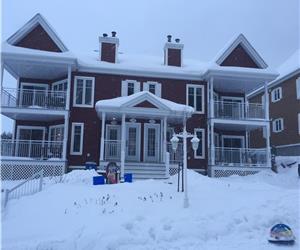 Bord du Lac Archambault,St-Donat  2Min Ski Garceau/Ski La Reserve  fraichement rénover! Vue superbe!