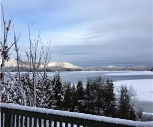Globetrotter entièrement rénové au bord du Lac Sept-Îles, région de Québec