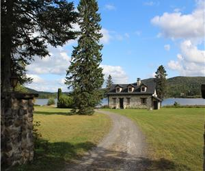 Lake Orignal, Spacious Cabin on Huge Property