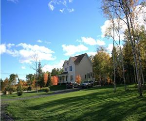 COIN DU PARADIS, demeure décorée avec soin, confortable, très bien équipée, spa, billard, foyer etc.