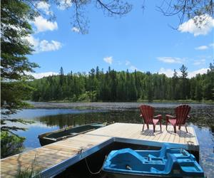 Le chaleureux du lac Chantelle 70 min. from Mtl. - Lakefront - Spa, dock, Pool table