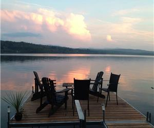 Lac Brome Lakefront Cottage