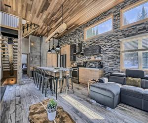 Loft 501 , chalet with spa ,fully equipped ,for 10 pers, 4 bedrooms, 4 bathrooms area of Tremblant