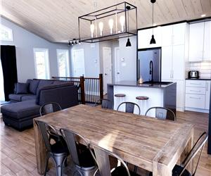 THE URBAIN CHALET, Luxury, spa and pool table, PROMO APRIL 26-28th $800