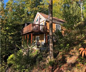 Lake front cottage on Massawippi Lake in Ayer's Cliff. Can accomodate up to 6 adults.