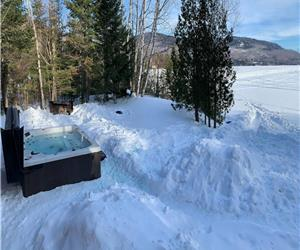 Chalet Paradis Archambault waterfront St-Donat SPA Pool table Wifi Games