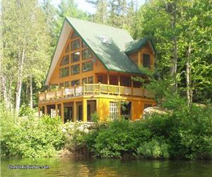 chalet dan 4 chambres  bord de l'eau + activités lanaudiere 1hr. montreal