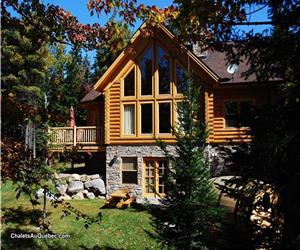 Centre de villégiature du lac Fiddler: 50 chalets de bois rond en location / Chalet du Cerf