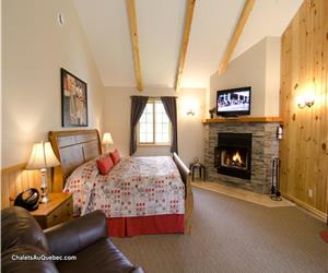 Charming and luxurious for 2! Facing the lake!