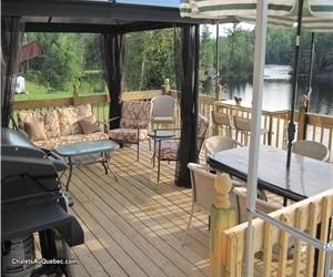 >>a day t'il 23december--Cottage River la Lievre . ( Ponton for rent )