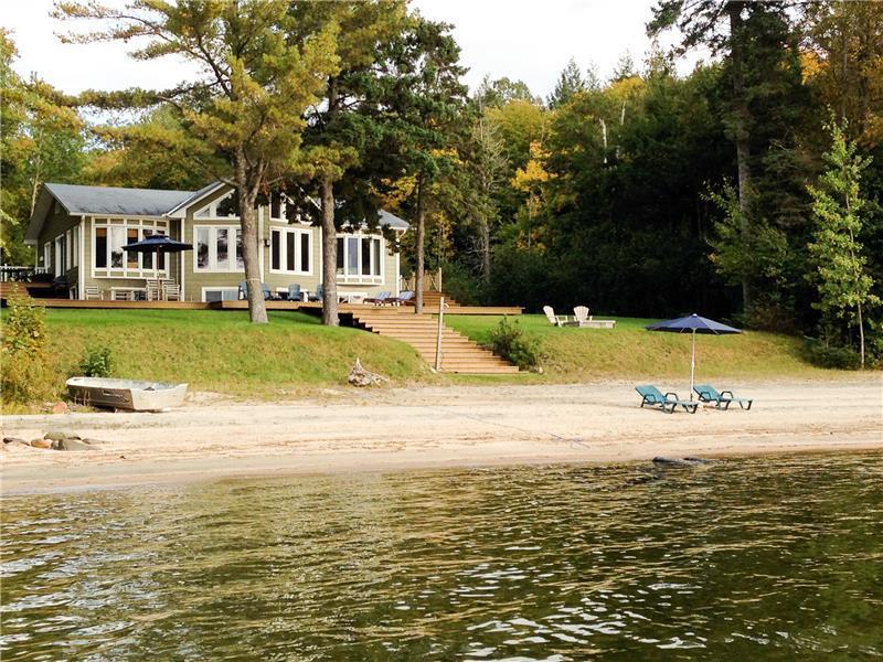 Beach House Cottage - Lakefront / - Lac-Simon Cottage Rental